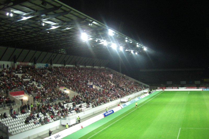 Über 8000 Zuschauer fanden an diesem Mittwoch den Weg ins Stadion - und machten einen Heidenlärm, um RWE zu unterstützen