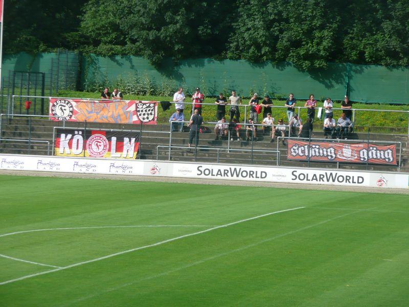 Auch beim Vorbereitungskick zwischen den beiden Teams wurde die Fortuna durch ihre Fanclubs gut vertreten